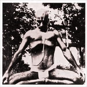 Krishnamacharya demonstrating the extended no breath